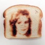 Toaster cu imagini pe paine prajita