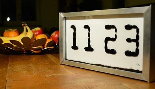 Ceasul Ferrolic, ceas cu afisaj cu fluid feromagnetic